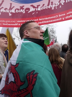 Welsh flag on shoulders